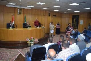 محافظ المنيا يوقع  57 عقدًا لتقنين أوضاع أراضي أملاك الدولة