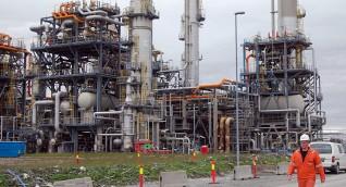"""تراجع أسعار النفط بفعل توقعات قاتمة من """"أوبك"""""""