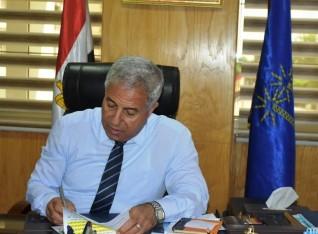 محافظ أسوان يقرر إخلاء وإزالة عقار سكنى يهدد أرواح المواطنين بكوم أمبو