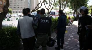 النيران تلتهم مبنى وزارة النفط الإيرانية وفرق الإطفاء تتدخل