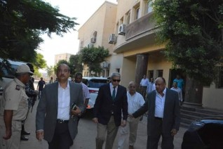 محافظ المنيا يتفقد مبنى مشروع المحاجر ويتابع إجراءات التراخيص