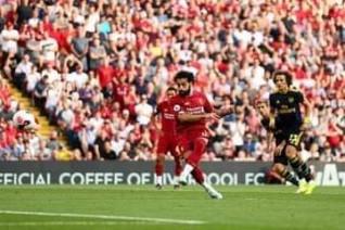 صلاح يسجل هدفين ويقود ليفربول للفوز علي الارسنال وتصدر البريميرليج