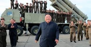 زعيم كوريا الشمالية يشرف على تجربة منصة صواريخ ضخمة
