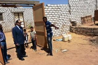 نائب محافظ أسوان يتابع نتائج حملة الإزالة بمنطقة خلف عمارات التجاريين