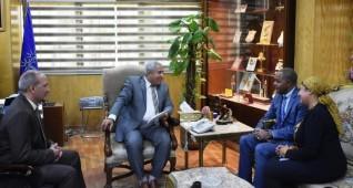 محافظ أسوان يلتقى مدير برنامج الأغذية العالمى بمصر