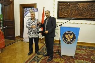 السفير الأندونيسي يكرم أفضل الشخصيات لعام ٢٠١٩