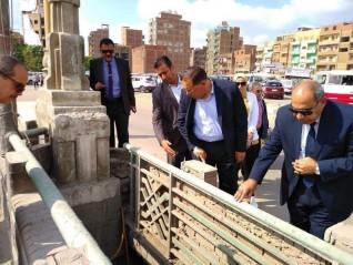 محافظ الشرقية بتفقد أعمال الرصف الجارية بكوبري شرويدة بالزقازيق