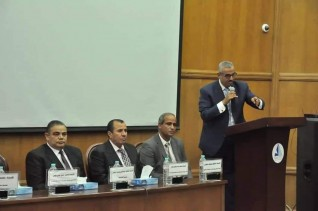 """رئيس جامعة كفر الشيخ يدشن مبادرة """"هنجملها"""" لزراعة الأشجار المثمرة"""