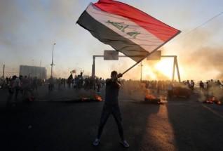 خامنئي يكسر صمته عن مظاهرات العراق: مؤامرات الأعداء لن تفرقنا