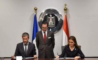 مصر وفرنسا توقعان منحتين لمشروع توصيل الغاز الطبيعى  بقيمة 1.2 مليار جنيه