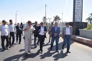 محافظ المنيا يتابع منظومة النظافة وتطوير الميادين بمركزي مطاى وبني مزار