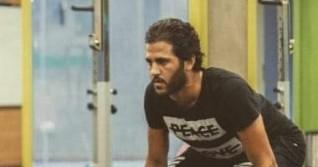 محسن يرتدى قناع الوجه قبل العودة للأهلى