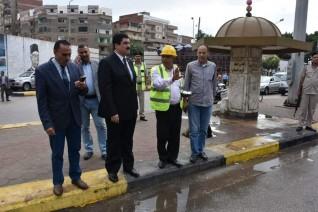 محافظ القليوبية يتابع شفط مياه الأمطار في الشوارع والميادين والانسياب المروري بها