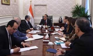 مدبولي يعقد اجتماعاً مع وزيري الكهرباء والبترول لبحث مشكلات مد المرافق لعدد من المشروعات الاستثمارية