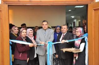 رئيس جامعة كفر الشيخ يفتتح معرض فن الكويلينج لطلاب الفرقة الاولي بكلية التربية النوعية