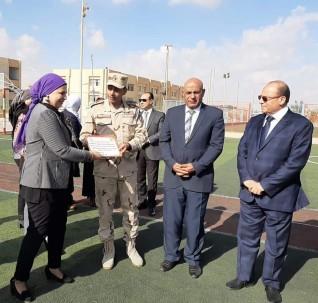 خالد حجازى يكرم القائمين على حفل انتصارات اكتوبر بمدرسة 6 أكتوبر القومية