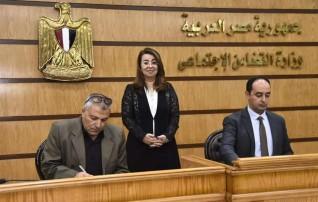 """غادة والي تشهد فاعليات إطلاق المرحلة الثانية لتطوير عيادات مشروع """"2كفاية """""""