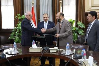 """وزير الزراعة يشهد توقيع بروتوكول تعاون مشترك بين """"سلامة الغذاء"""" و """"الخدمات البيطرية"""""""