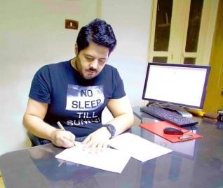 """هيثم مازن أراهن علي """" بنت عمري """" في معرض القاهرة الدولي للكتاب بدورته ال 51 في يناير المقبل"""