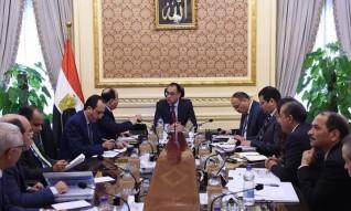 رئيس الوزراء يتابع مع وزير المالية إجراءات تطبيق الحد الأدنى للأجور