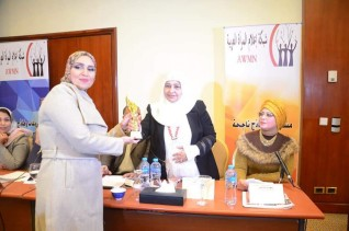 فوز  الإعلامية دولت عماد بجائزة أفضل مبادرة عربية فى مجال الأسرة لعام 2019