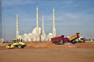 تواصل أعمال الحديقة المركزية فى العاصمة الإدارية الجديدة بمحيط مسجد الفتاح العليم