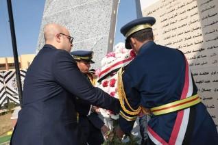 محافظ بني سويف ومدير الأمن يضعان أكاليل الزهور على النصب التذكاري لشهداء الشرطة
