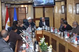 وزير الأوقاف يعلن إنشاء مدرسة بكوم أمبو ومسجد بالإسكان المتميز باسوان