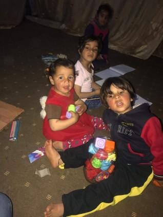 خلود محمد أجرأ بنت تخوض تجربة زيارة مخيمات اللاجئين السوريين بالأردن.