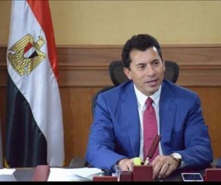 وزير الرياضة يهنئ رئيس نادي الزمالك بالفوز بكأس السوبر الافريقية