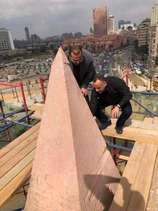 الأمين العام للمجلس الأعلي للآثار يتابع أعمال ترميم مسلة التحرير