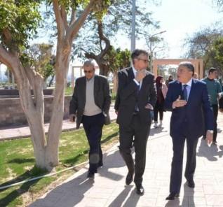 محافظ المنيا يستقبل السفير البريطاني ويتجولا على كورنيش النيل