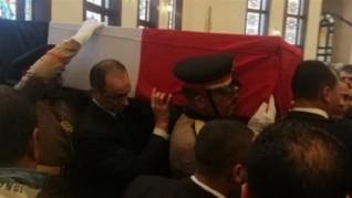 تشييع جثمان الرئيس الأسبق مبارك في جنازة عسكرية