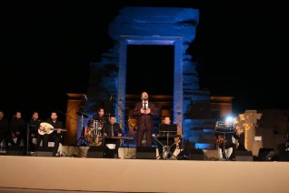 وزيرة الثقافة ومحافظ قنا يشهدان الليلة الثانية من مهرجان دندرة