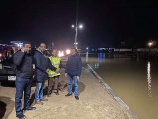 محافظ الفيوم يتفقد أعمال رفع تراكمات المياه من طريق «الفيوم - القاهرة»