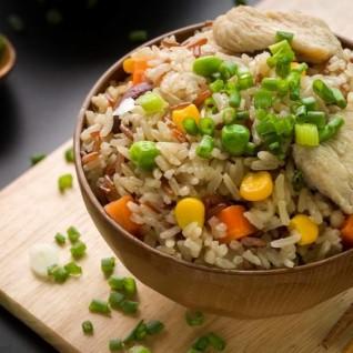 طريقة عمل ارز مقلي بالدجاج والخضار من الشيف غادة عاطف