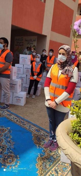 محافظ القاهرة ... يتابع شباب القاهرة  المشارك في توزيع ٢٥٠٠كرتونه  بحي الاسمرات