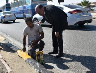محافظ أسوان يشدد على ضبط الأسواق لمنع التجمعات وحماية عمال النظافة والتجميل من ضربات الشمس