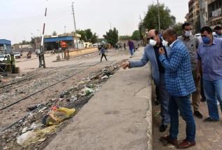 محافظ أسوان يشدد على رفع الإشغالات وتكثيف أعمال النظافة ويطمئن على الحاجة ثريا