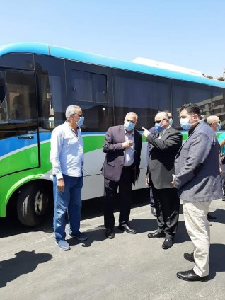 محافظ القاهرة يواصل جولاته لمتابعة التزام المواطنين بارتداء الكمامات