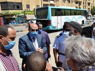 محافظ أسوان يتابع إجراءات تنفيذ قرار إلغاء سير سيارات الكبود بطريق السادات كمرحلة أولى