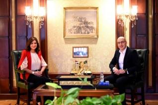"""وزيرة الهجرة تتفق مع مدير Watch iT على عرض """"الممر"""" مترجمًا على المنصة"""