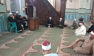 وكيل أوقاف دمياط يلتقى أئمة المساجد لمتابعة تطبيق الإجراءات الاحترازية