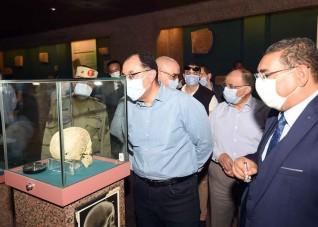 رئيس الوزراء يتجول بمتحف النوبة ويطمئن على الالتزام بالإجراءات الاحترازية