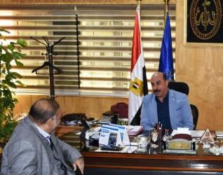 محافظ أسوان ينعى أحمد الزيات