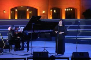 الأغاني العالمية تبهر الجمهور علي مسرح النافورة