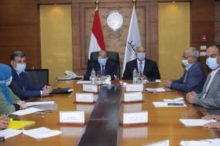 وزيرا النقل والتنمية المحلية يتابعان معدلات تنفيذ  أعمال رصف وتطوير ورفع كفاءة الطرق المحلية داخل 12 محافظة