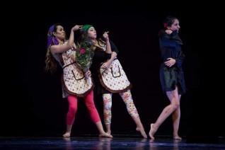 معزوفة الحياة بالرقص الحديث على المكشوف بالأوبرا