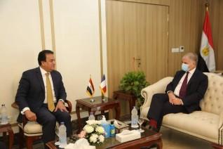 وزير التعليم العالي يستقبل الرئيس الجديد للجامعة الفرنسية بمصر