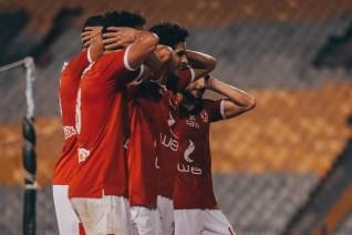 الأهلي يفوز على الإسماعيلي بثلاثية ويقترب من حسم لقب الدوري 42